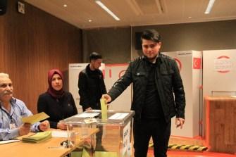Türkiye'nin geleceği için yurtdışında oy kullanma işlemi bugün başladı