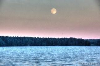 Superkuu. Kuva otettu 22.6.2013 klo 21:42