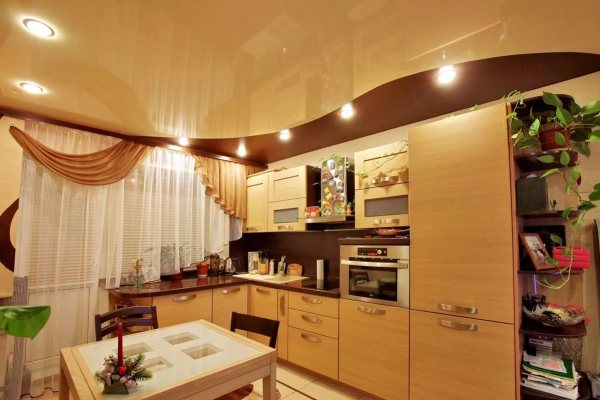 Потолки натяжного типа на кухне