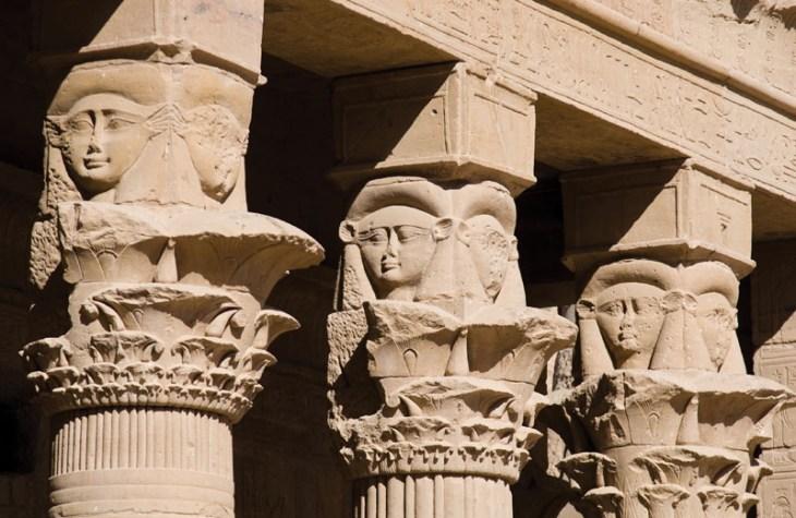 Хатхор-капитель-остров-Египет