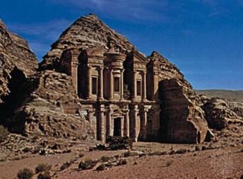 Набатейский резной памятник Аль-Дайр, Петра, Иордания.