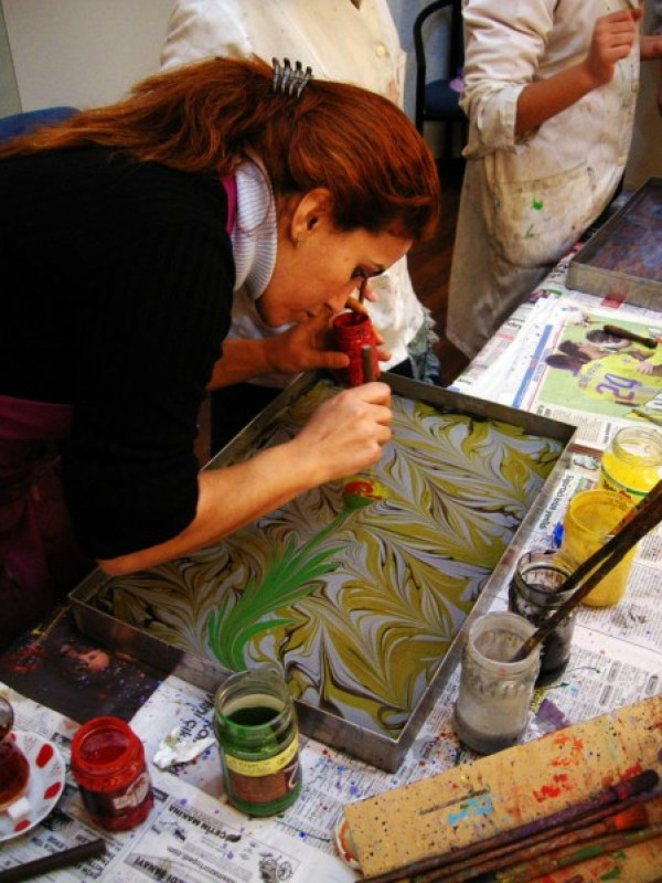http://travelogue.travelvice.com/turkey/turkish-paper-marbling/