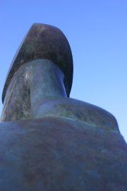 Je kan de wereld zien dansen in Schoten Bronzen beeld Mark Dedrie