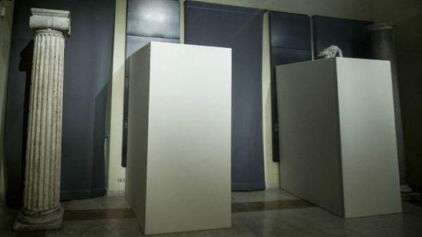 белыми коробками