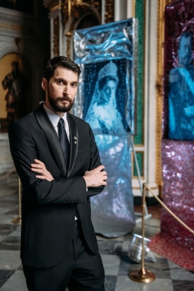 Греческий скульптор создал портреты семьи Николая II из банок из-под газировки