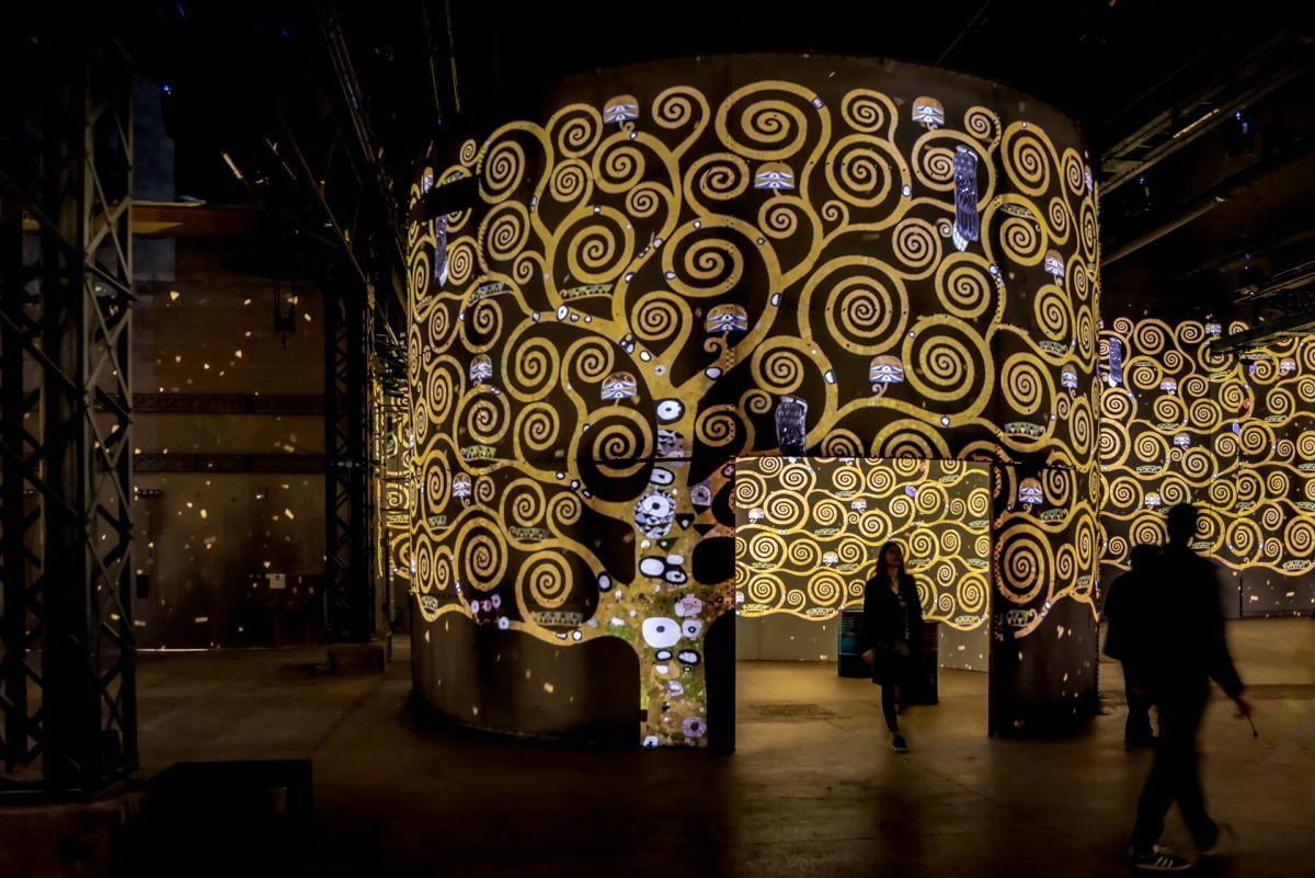 В Париже открылось самоцентристское художественное пространство