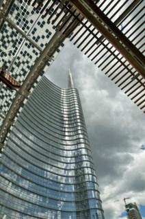 Milano- la punta dell'Unicredit da piazza Gae Aulenti