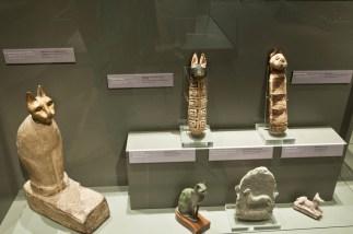 Mummie di gatto, di canide e statuette animali