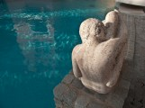 Scultura a bordo piscina