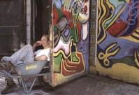Artista in una stradina di Delft