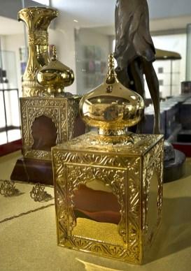 Flaconi dorati di Amouage