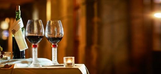 一對會唱歌的紅酒杯