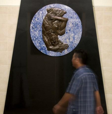 """Alejandro de la Loza, """"El Niño Perdido"""" (station wall detail)"""