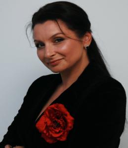 """Mariana Ghițulescu -  """"Arta schimbă oamenii, îi ajută să se exprime autentic și plenar"""""""