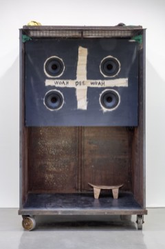 Woah Dee Woah © Theaster Gates, Courtesy Regen Projects, Los Angeles