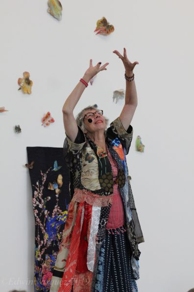 Cindy Rinne, Letters (performance); Image courtesy of the ar