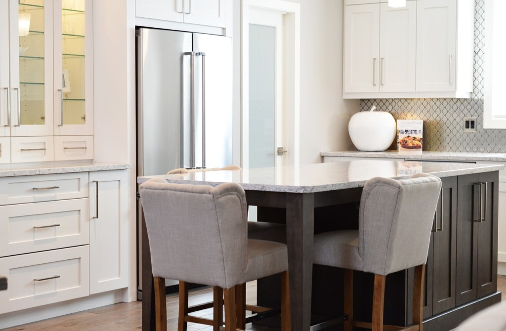 Remodeling Tips: Painted Kitchen Cabinets