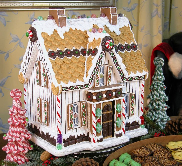 Victorian Gingerbread Farmhouse DIY Christmas Gifts