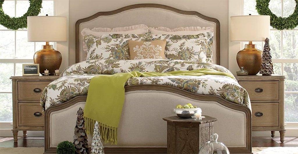 Wintergreen Christmas Bedroom
