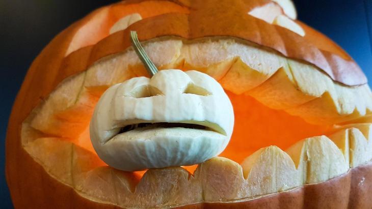 Halloween Pumpkin Carving Ideas | Cannibal Pumpkin II