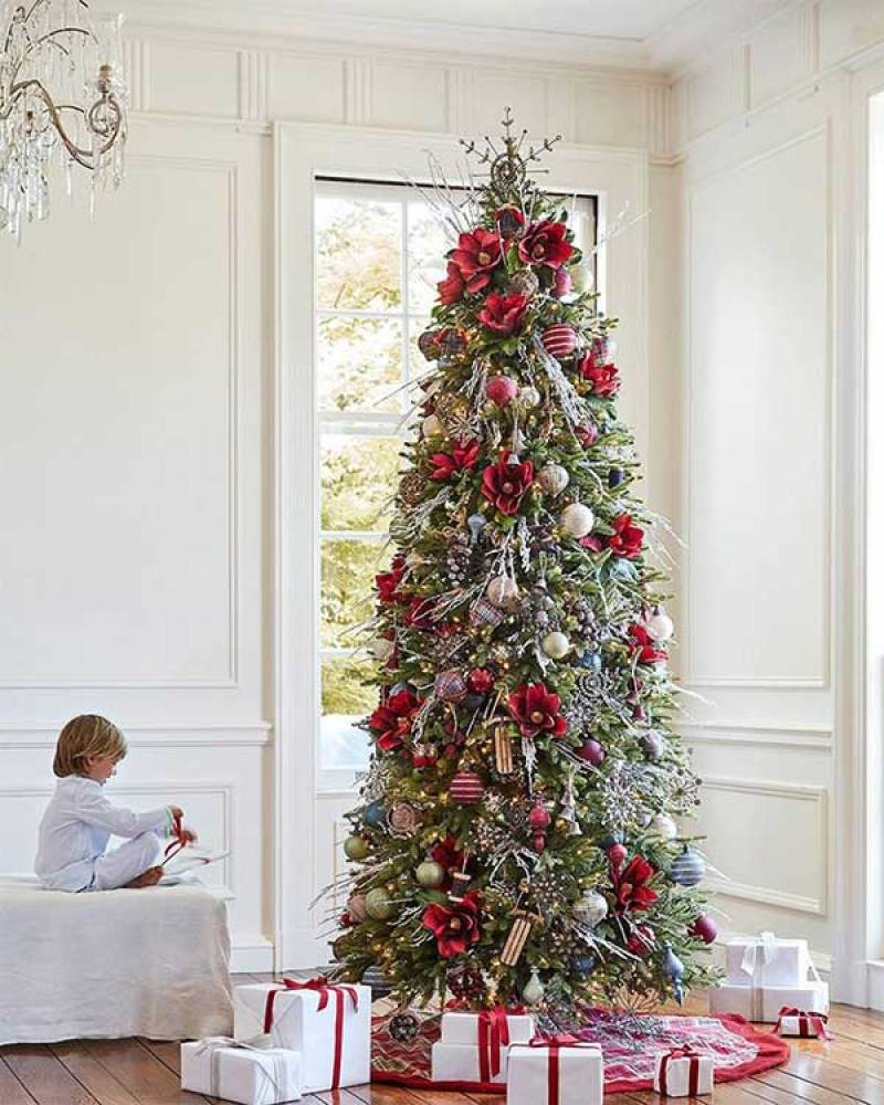 Charming Farmhouse Christmas Tree
