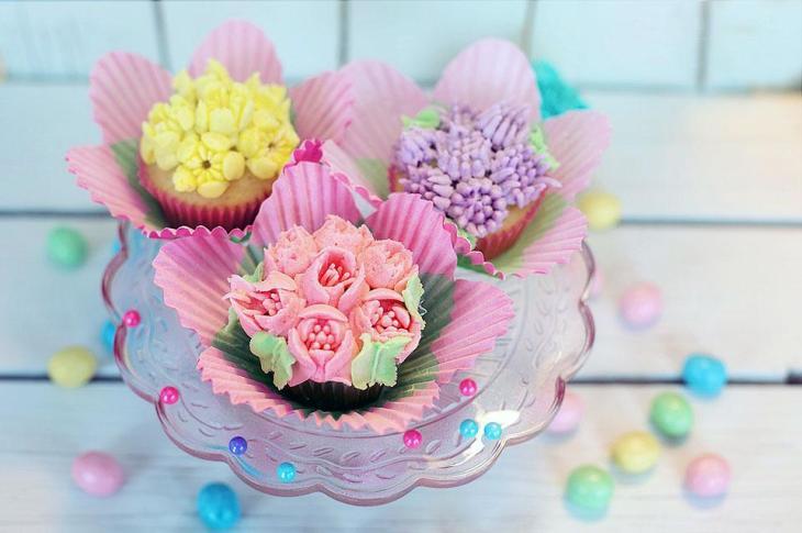 Pretty Flower Petal Cupcakes