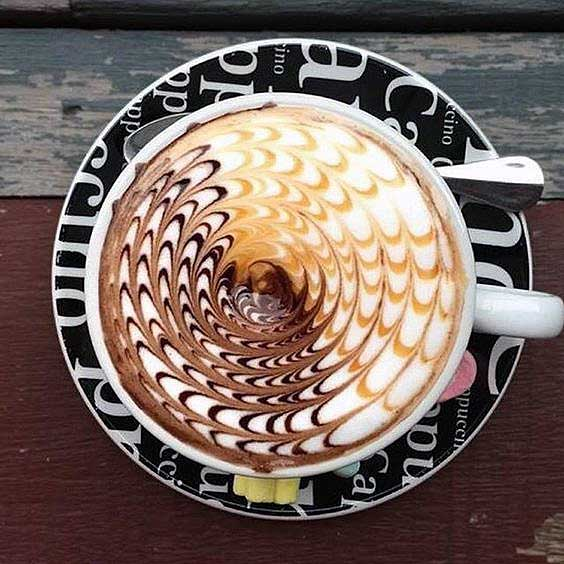 Two Tone Swirl Latte Art