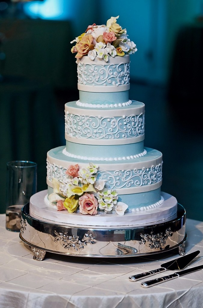 Blue & White Scrollwork Wedding Cake