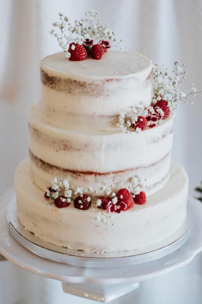 Raspberry Delight wedding cake by Ofelia Bakery in Seville