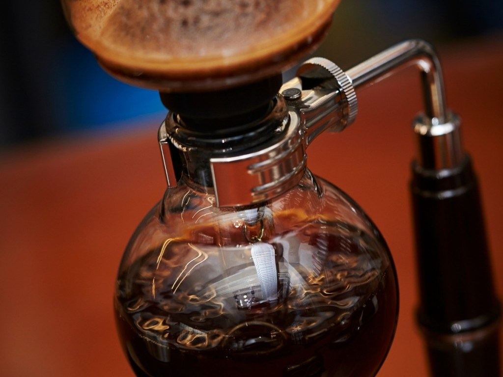 How do Vacuum Coffee Makers Work?