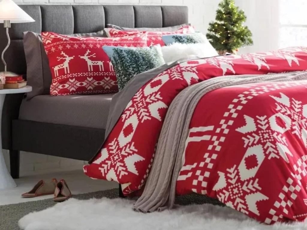 Easy Christmas Bedroom Decor Makeover