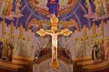 1200px-Our_Lady,_Queen_of_the_Most_Holy_Rosary_Cathedral_(Toledo,_Ohio)_-_Crucifix_over_the_main_altar