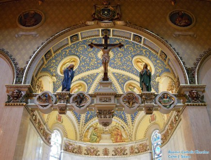 St. Stanislaus Oratory (Milwaukee, WI). Apse and rood cross. Photo provided by Roamin' Catholic Churches.