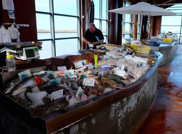 Port-en-Bassin-Huppain fish market