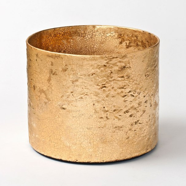 24 cm h x 30 cm ⌀. Stoneware, glazes and gold. From Trapholt 2012. Courtesy of Hedge Gallery.