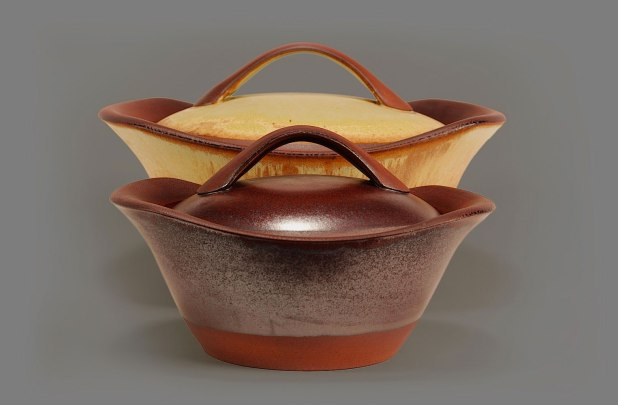 flameproof cooking pots : flameware clay body : fired in propane-fueled soda vapor kiln to cone 11