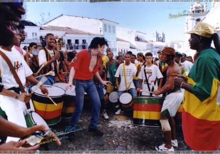Michael Jackson performs with Olodum.