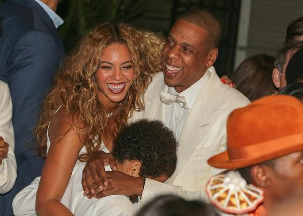 Beyonce-Jay-Z-and-Juelz-shared-a-family-hug