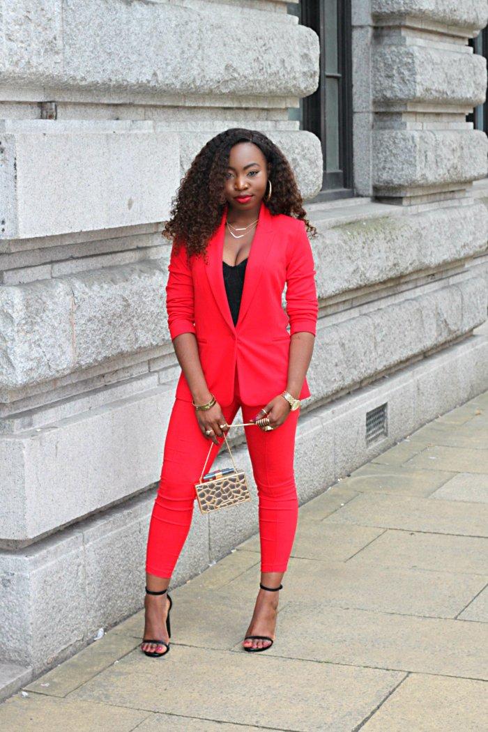 redd matching suit
