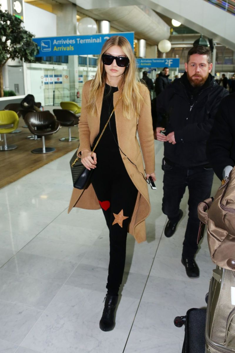 gigi-hadid-charles-de-gaulle-airport-in-paris-january-2016-6