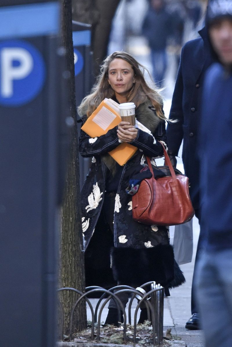 mary-kate-olsen-out-in-new-york-city-january-2016-2