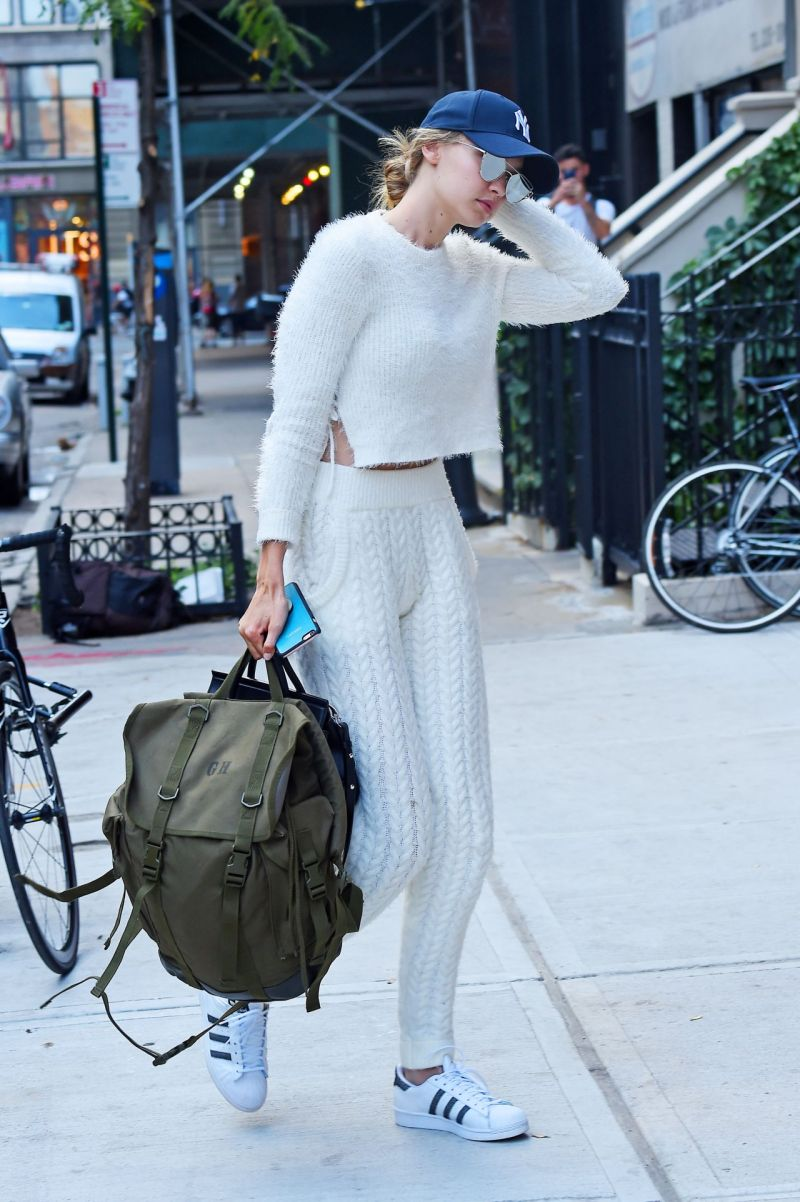 gigi-hadid-at-her-apartment-in-new-york-city-7-22-2016-4