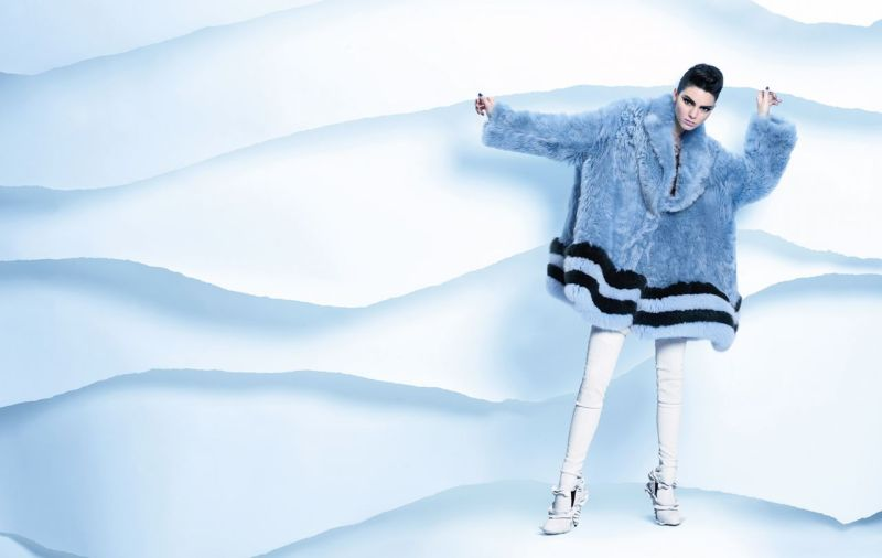 kendall-jenner-fendi-fall-winter-campaign-2016-2017-11