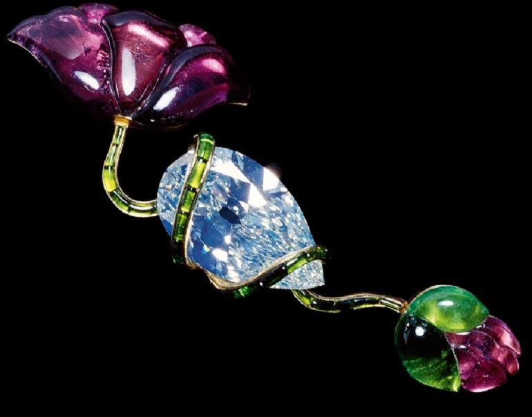 Image: Poppy Brooch made from Diamond, tourmalines, and gold by JAR is a gorgeous piece of jewelry