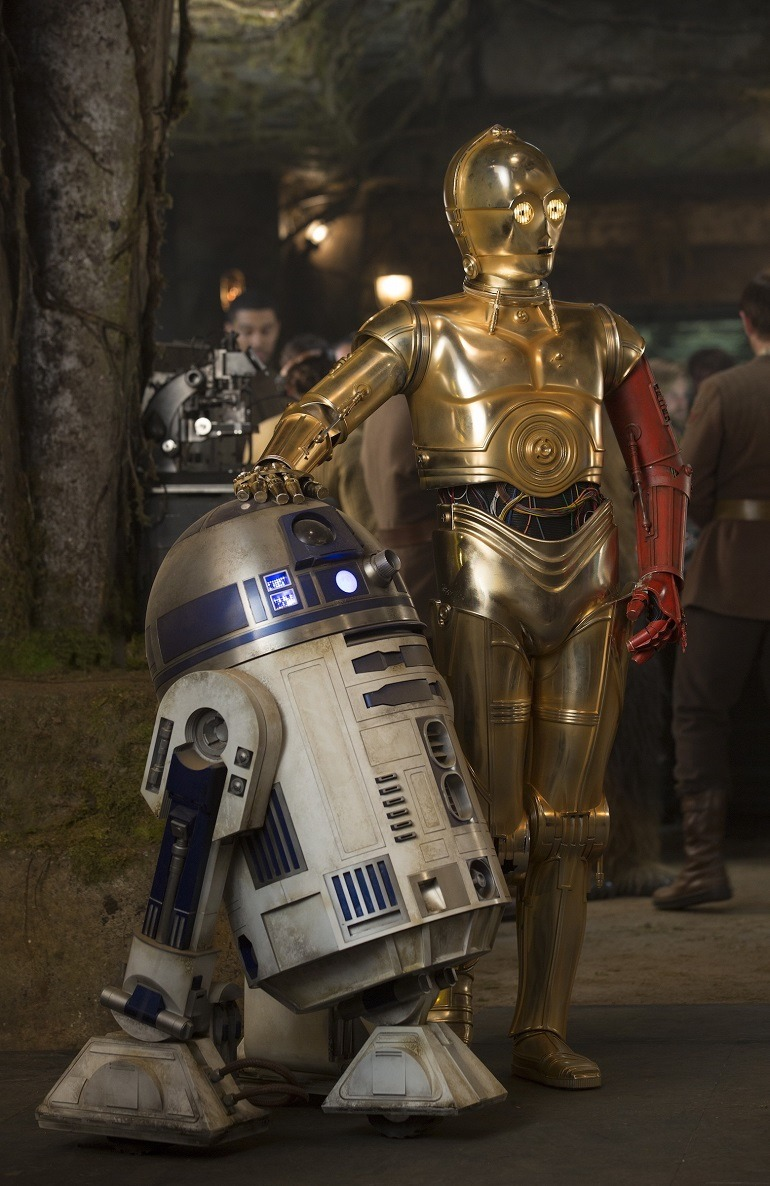 Image: C-3PO ( with new red arm) and R2-D2 in Star Wars: The Force Awakens