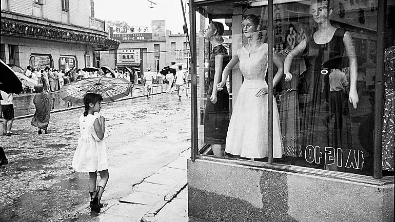 Korean Photographer Han Youngsoo Exposes Seoul After War