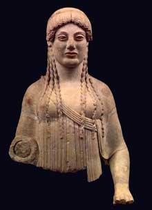 """Corè dite """"boudeuse"""", 490 BC, Musée de l'Acropole, Athènes."""