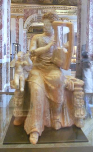 Femme jouant de la cithare, Louvre