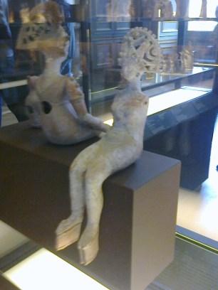 """Aphrodite """"orientale"""" assise nue, Ier siècle BC, Louvre"""