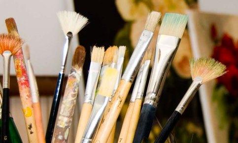 кисти для масляной живописи в художественной студии ArtClass